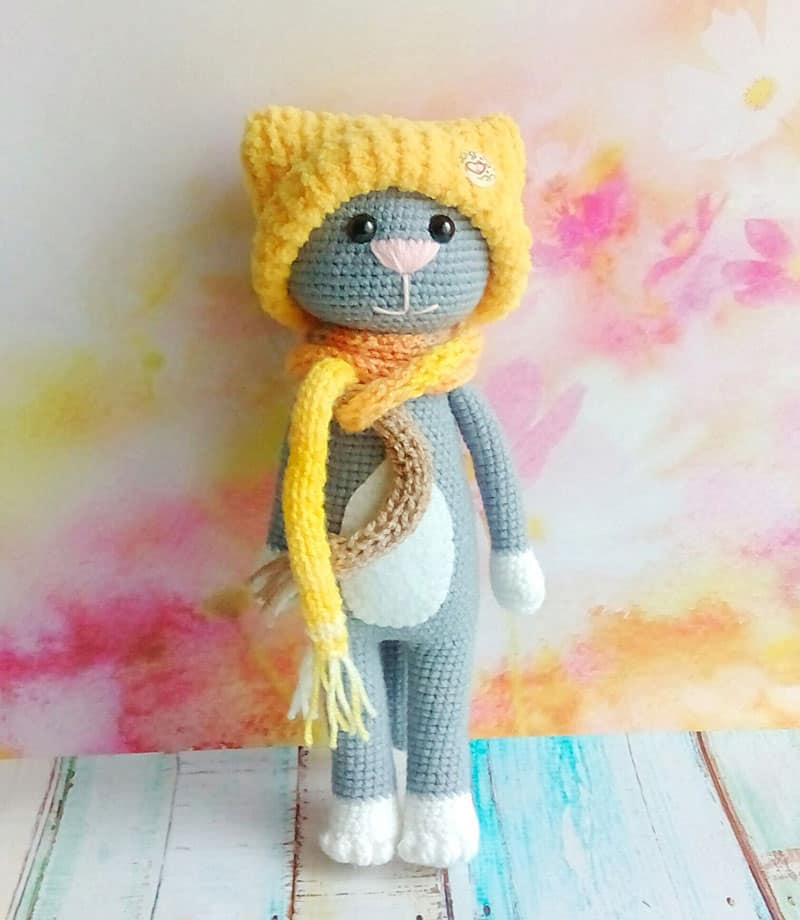 free-crochet-cat-pattern-with-accessories