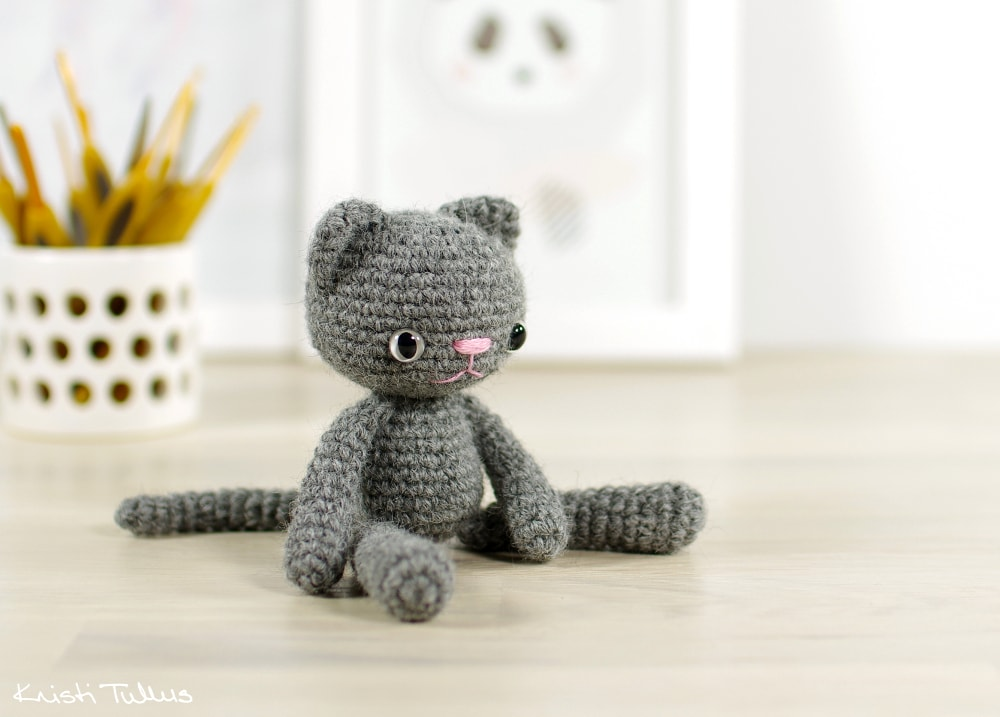 little+grey+crochet+cat