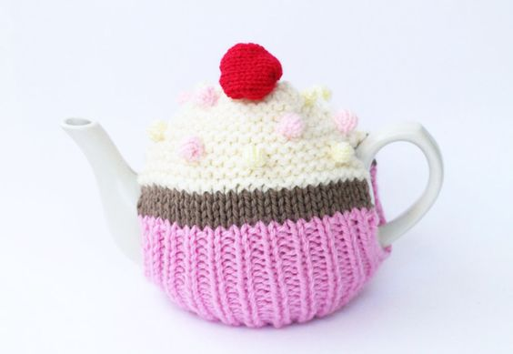 knitted cupcake tea cosy