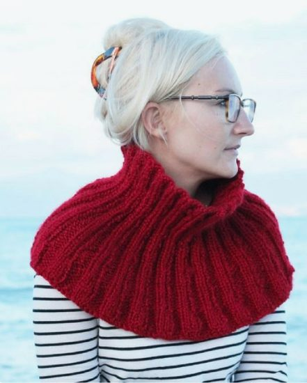 red knitted cowl