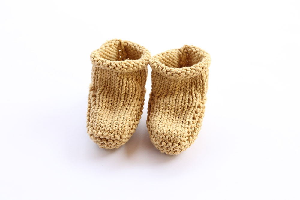Baby booties knitted pattern