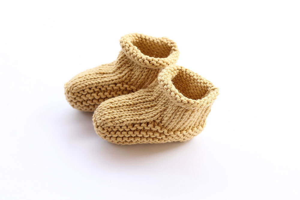 Beginner baby booties knitting pattern