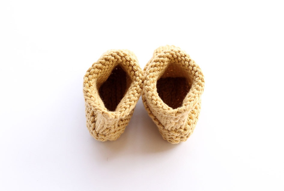 Knitted newborn booties pattern