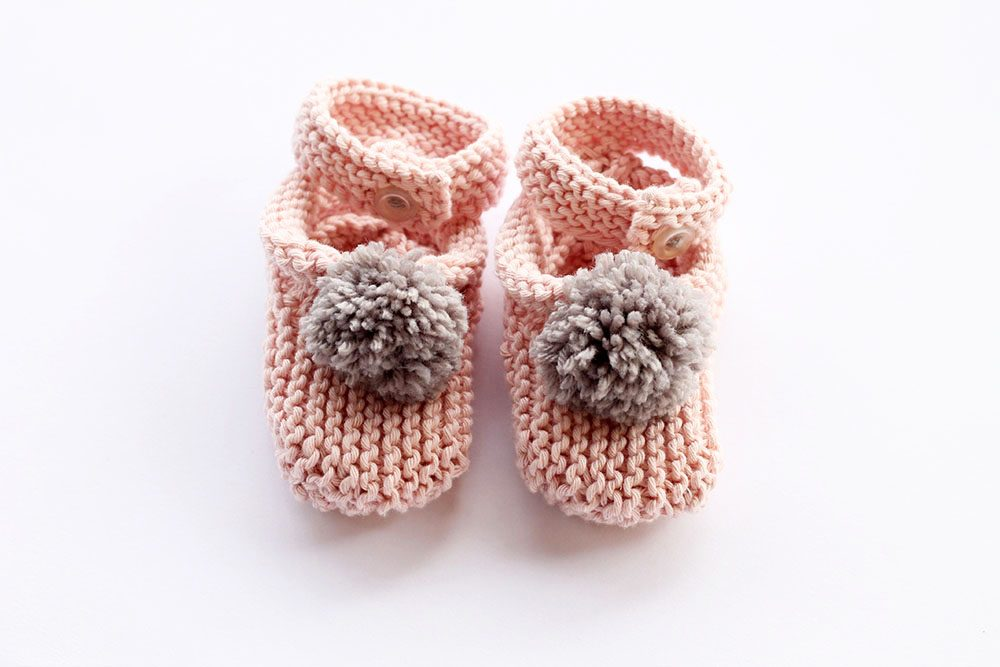 Pom pom baby slippers pattern