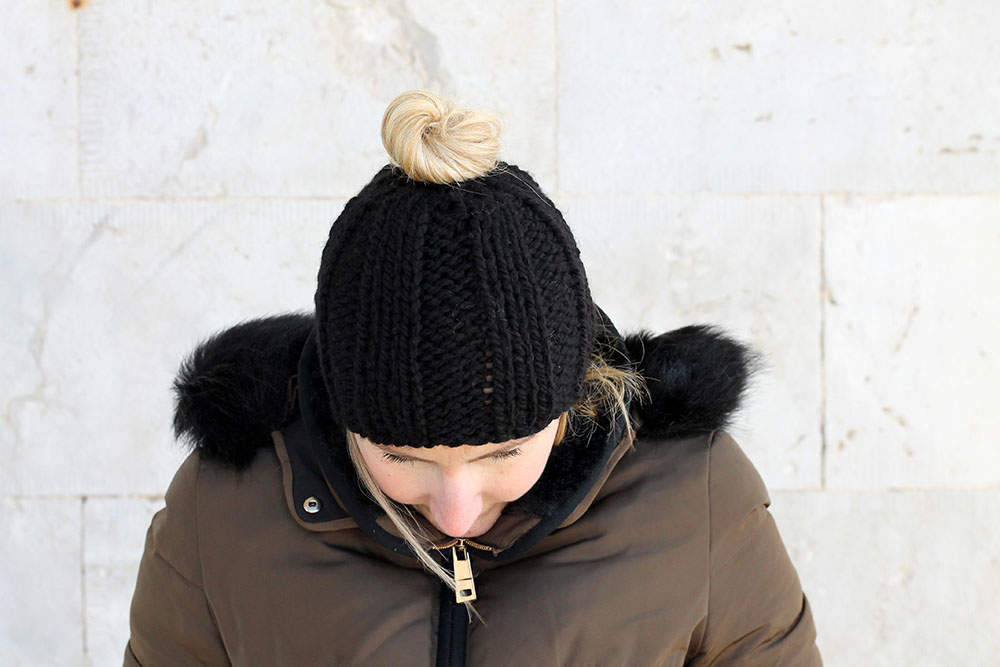 black messy bun hat knitting pattern