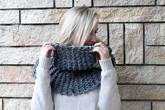 Garter stitch infinity scarf pattern