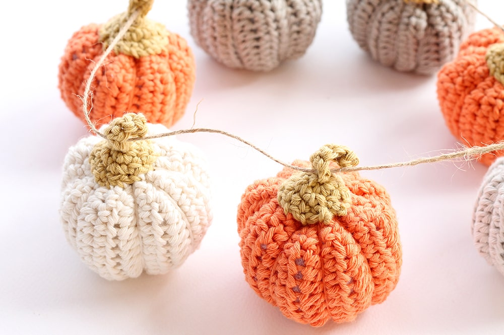 crochet pumpkin garland with twine