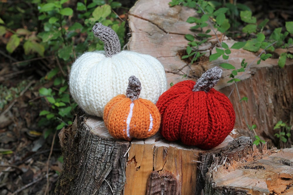 knitted pumpkins in three sizes