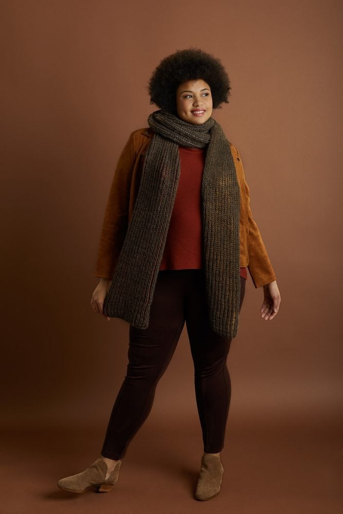 woman wearing a fishermans rib knit scarf