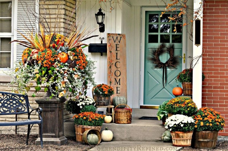 Fall-porch-outdoor-decorating-idea-simple-harvest-baskets-pumpkins