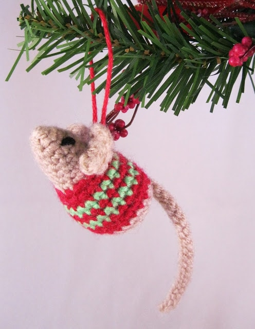 crochet Christmas mouse with mini sweater