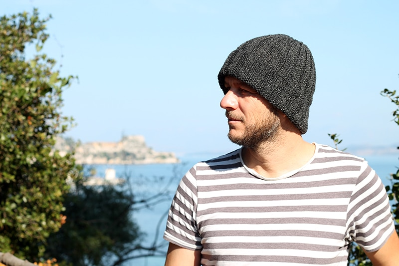 mens knitted ribbed hat with turned up brim
