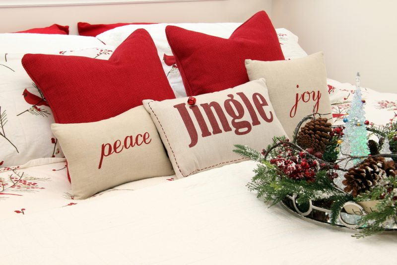 best Christmas decorating ideas with bedding in white and red