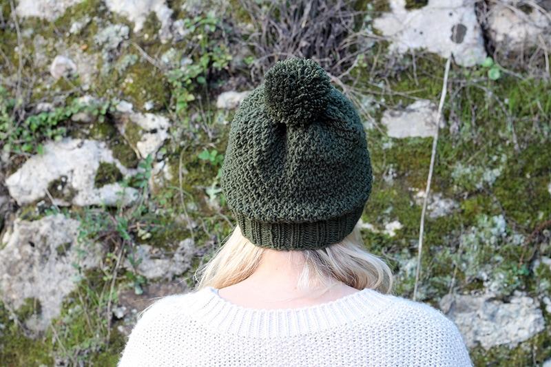back view of the irish moss stitch hat