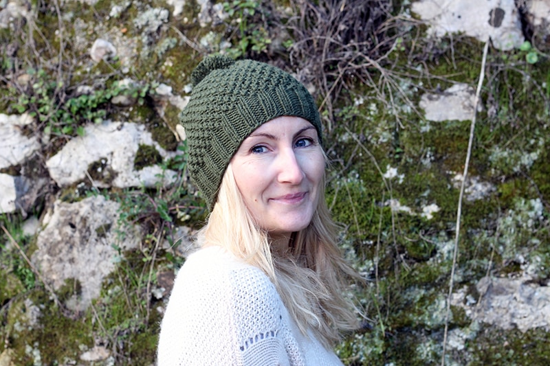 Moss stitch knit hat with ribbed brim