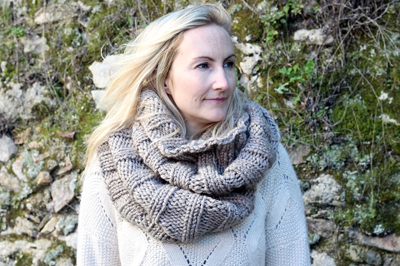 knit infinity scarf made from super bulky yarn