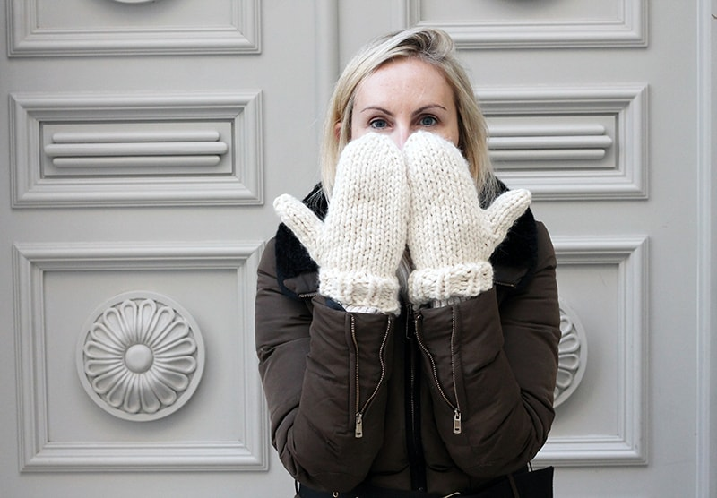 chunky knitted mittens in white yarn