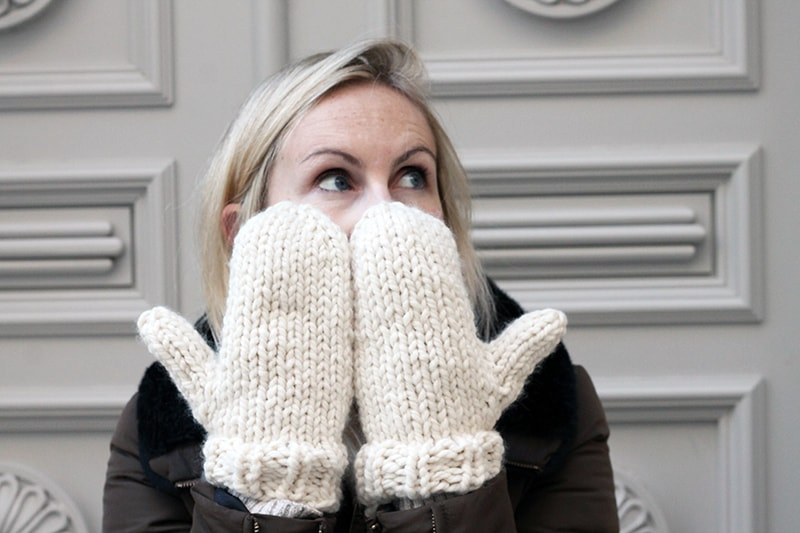 knitted mittens with ribbed cuffs