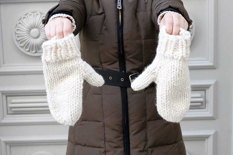 white knitted mittens in super bulky yarn