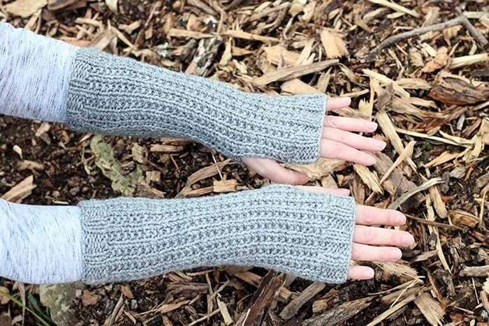 Easy fingerless mittens pattern