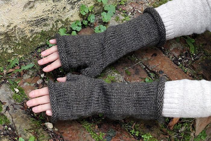 Fingerless gloves with thumb knitting pattern