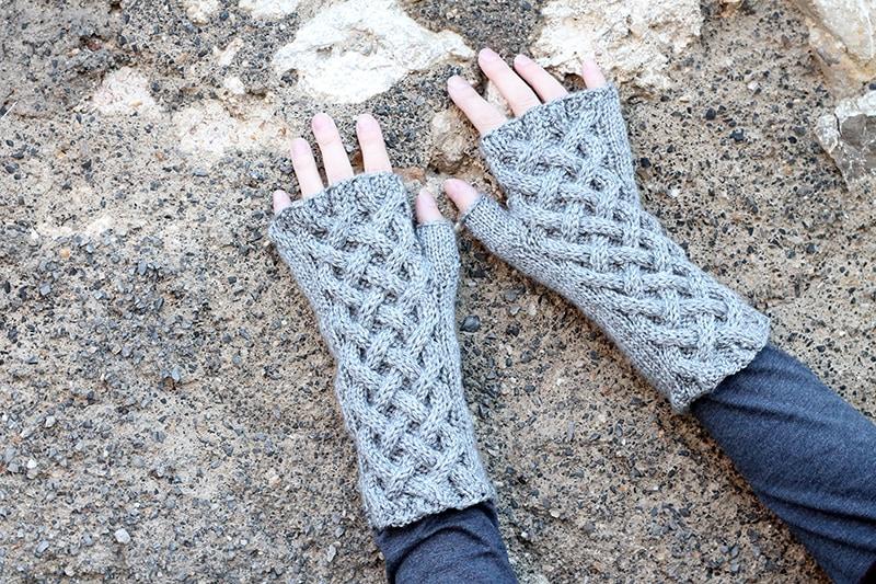 Outlander fingerless gloves free pattern