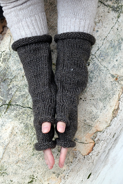 side view of the fingerless mittens