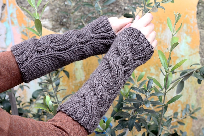 Claire's cable knit gauntlets from Outlander