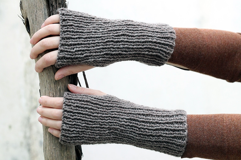 Outlander Claire gloves made from wool and knit in the rib stitch