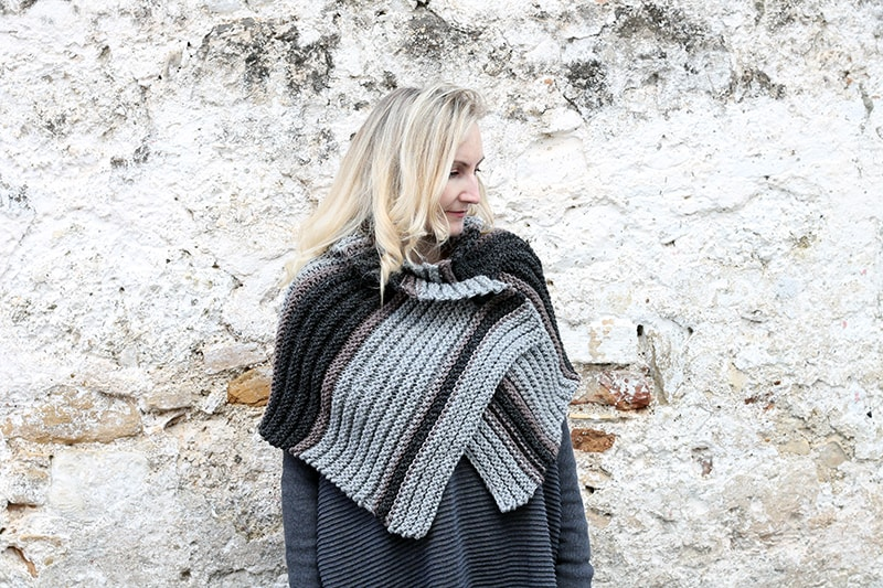 knitted capelet in the style of Brianna from Outlander