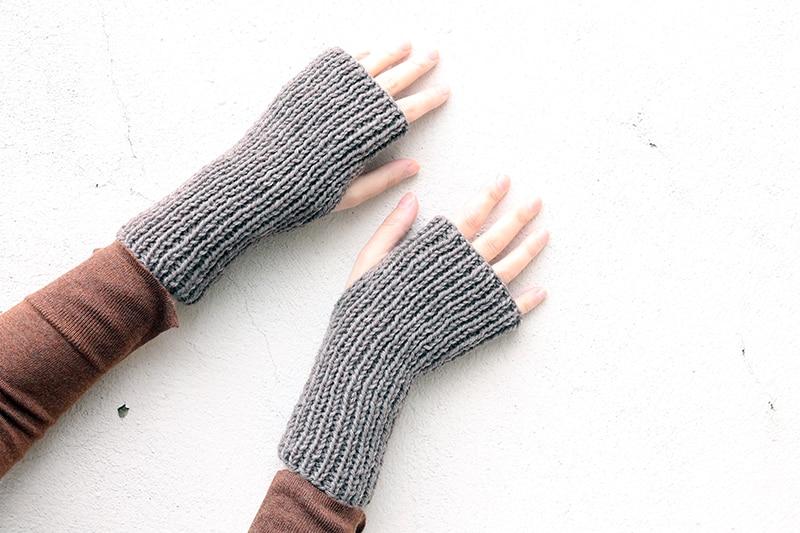 Ribbed fingerless gloves pattern