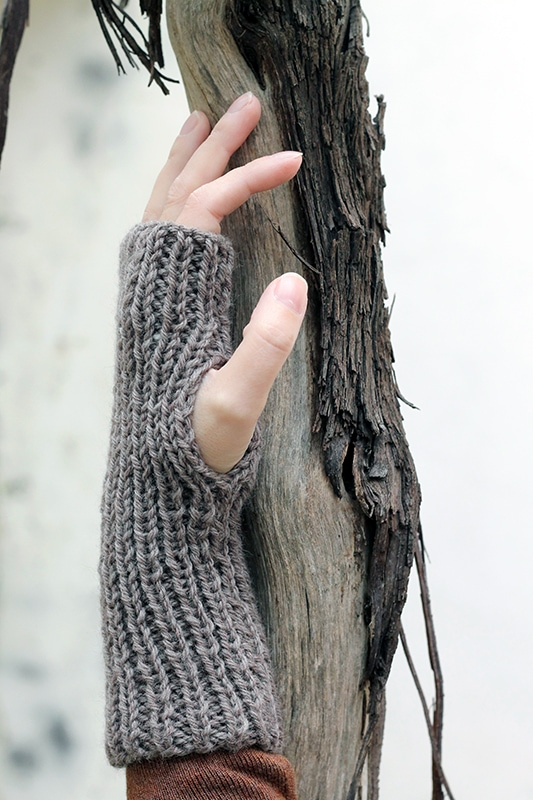 Ribbed fingerless mittens pattern