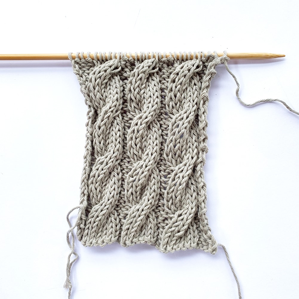 6-Stitch Cable (To the Right)⁣