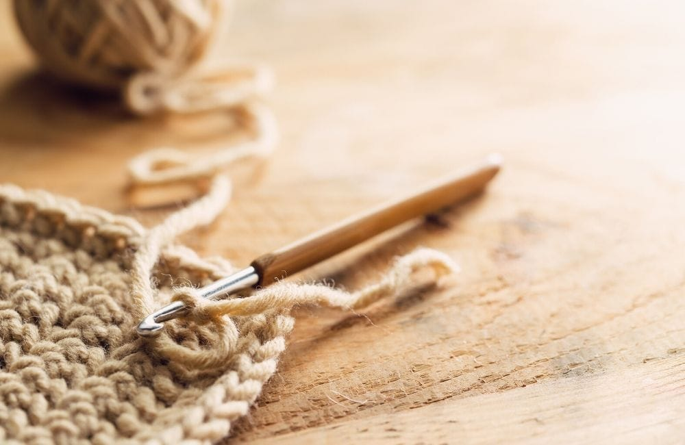 knit or crochet - learn how to crochet with a hook and yarn