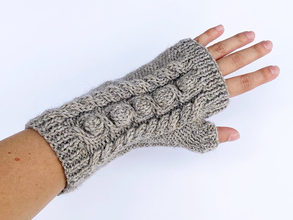 cable-knit-fingerless-mittens