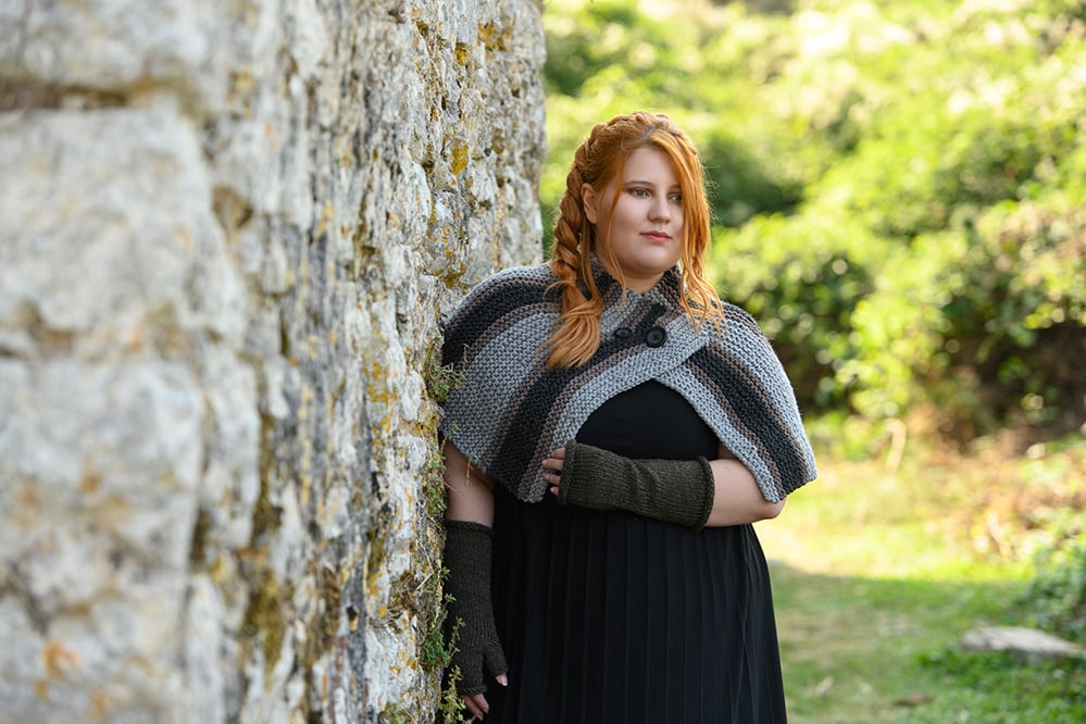Briannas-capelet-Outlander-knitted
