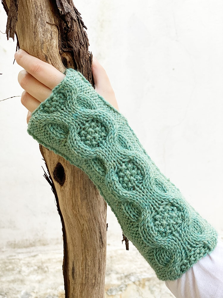 Cable moss stitch fingerless mittens