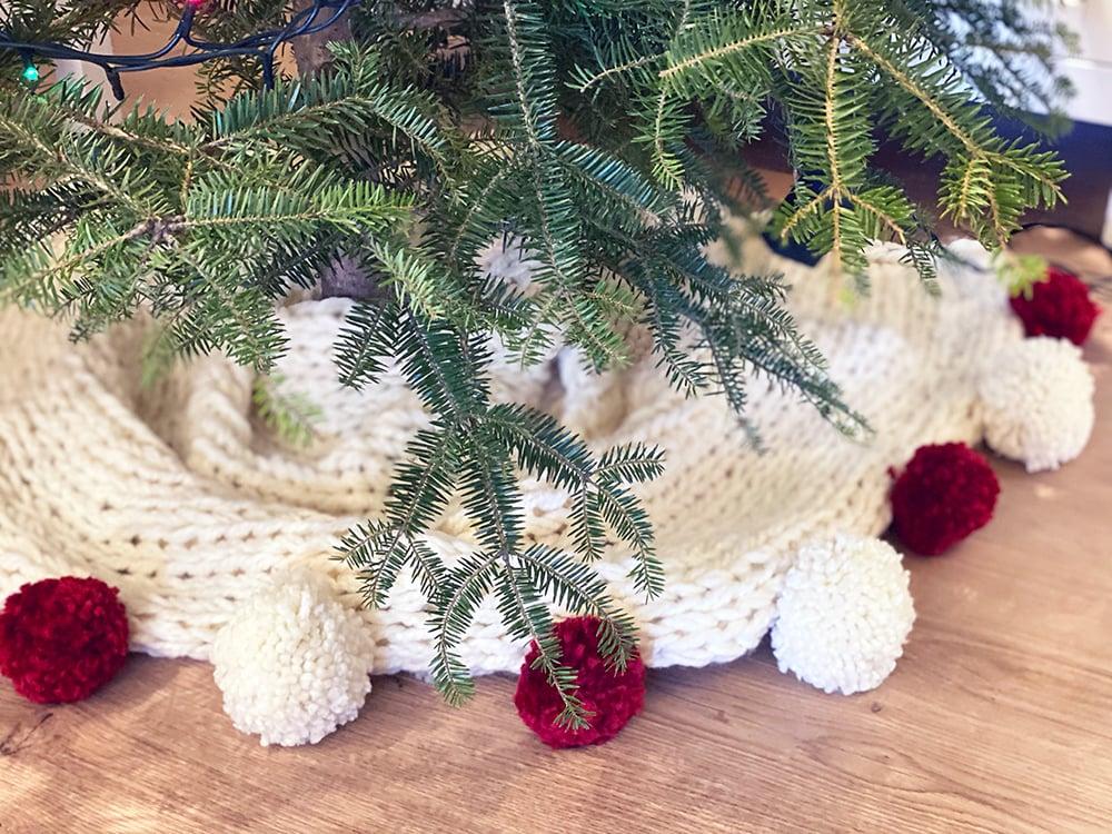 Weihnachtsbaumrock mit Pompons