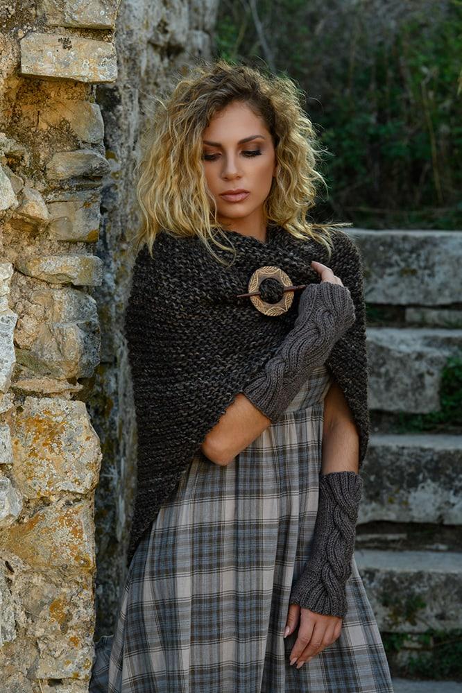 Claires-tassel-shawl-outlander