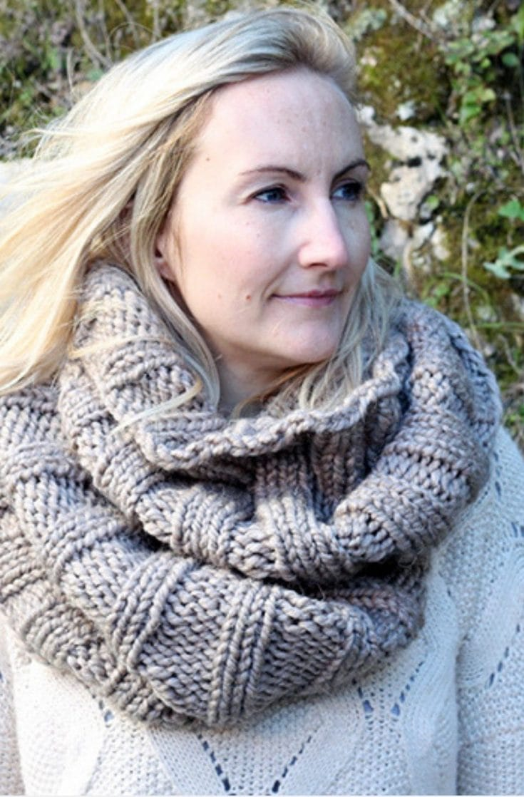 Easy Infinity Scarf Pattern | The Khione