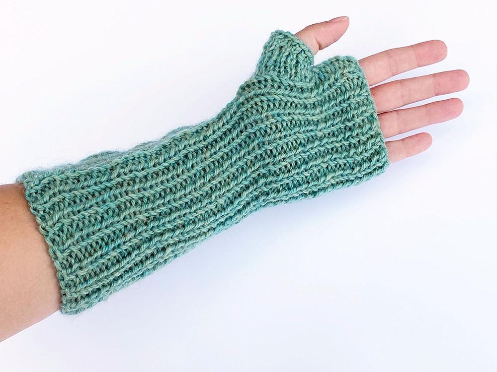 Green cable fingerless mitt