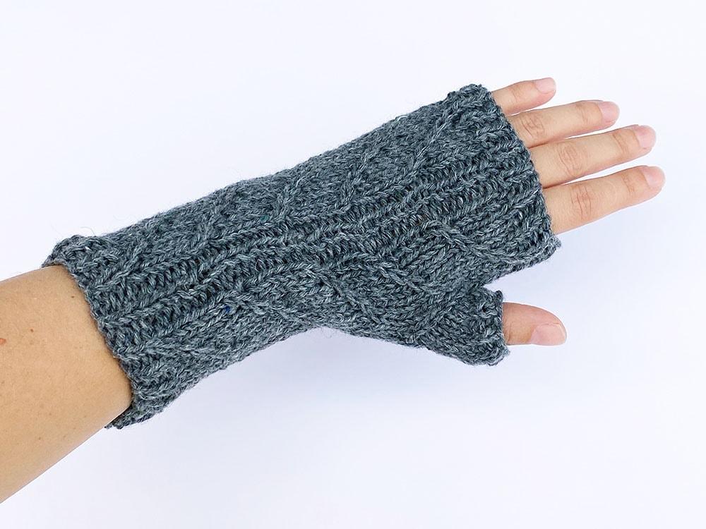 parmaksız eldivenlerin üstten görünümü