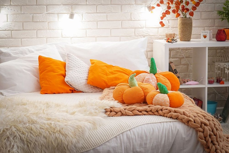 Halloween decorations in the bedroom