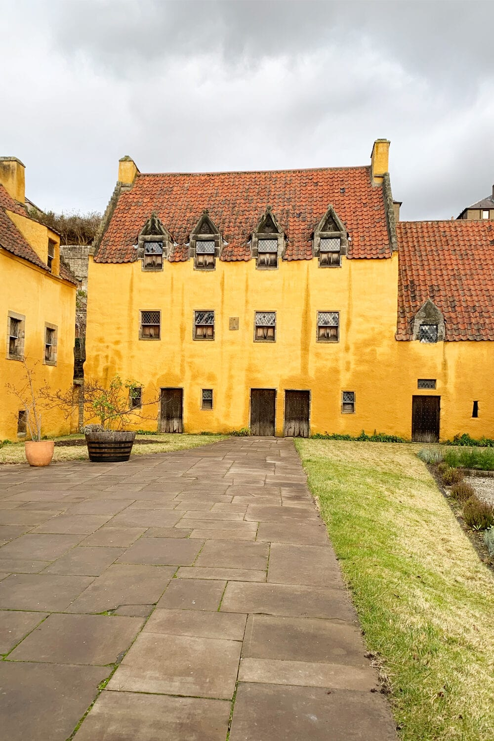 yellow house in the village of Culross