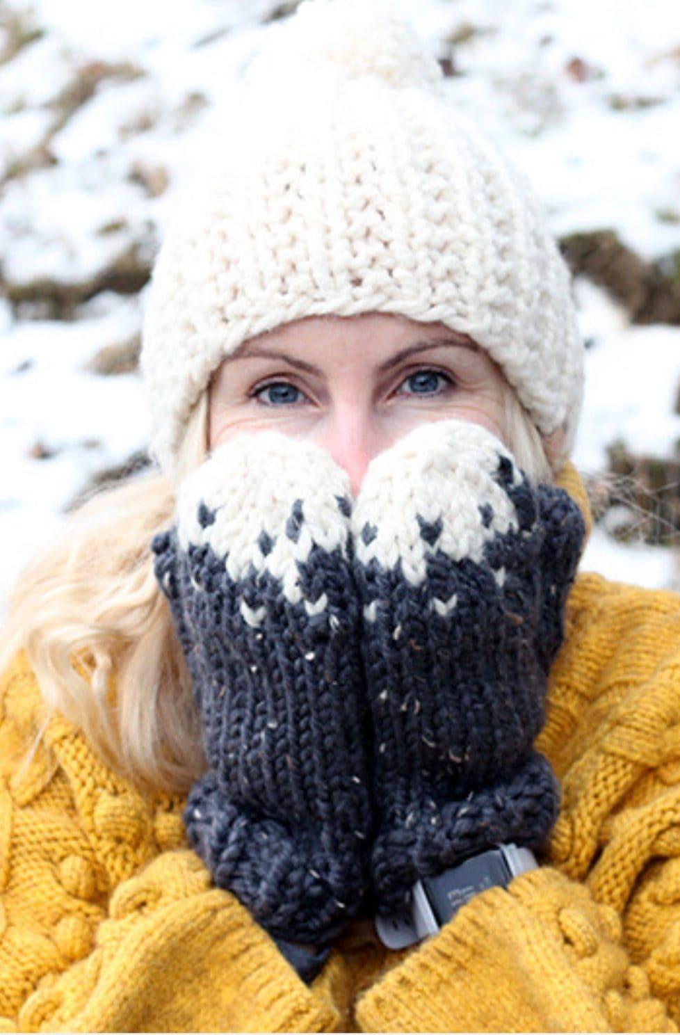 Snowy mountain mittens