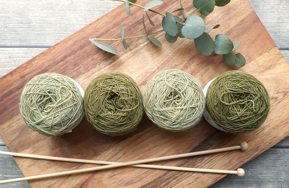 Yarn cakes of worsted weight yarn