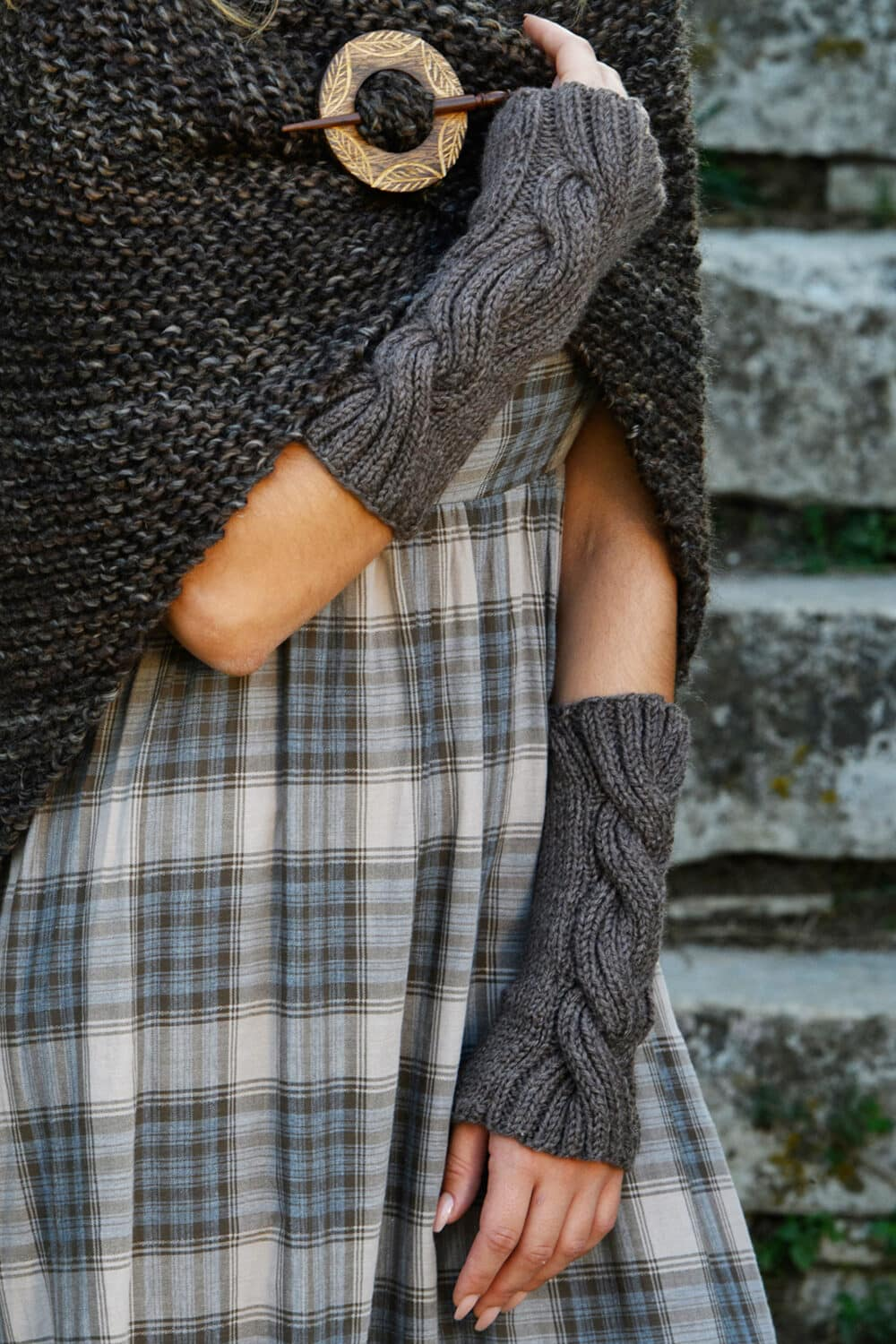 cable knit arm warmers feat image