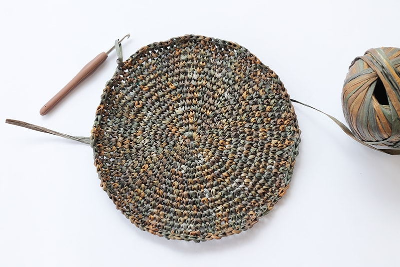 crochet circle made from raffia