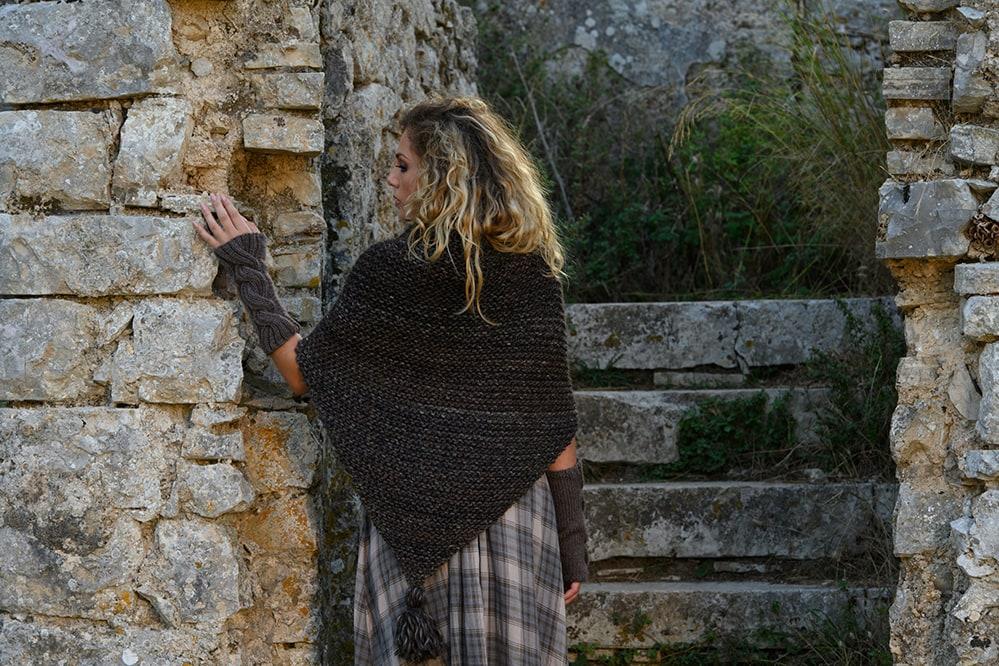 claires-tassel-shawl-outlander-season-one