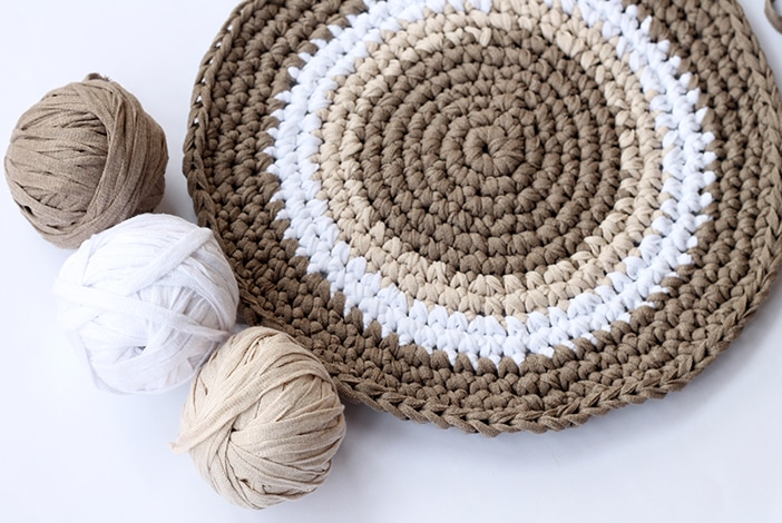 crochet circle with three skeins of yarn
